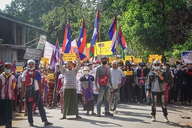 Ethnic Karen in Kawkareik township, about 50 kilometres from Tak's Mae Sot district, rally against the coup in Myanmar on Wednesday. (Photo: Assawin Pinitwong)