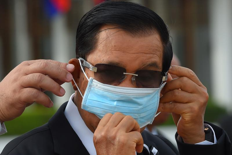 FILE PHOTO: Cambodia's Prime Minister Hun Sen wears a face mask at Phnom Penh International Airport on May 11, 2020. (AFP)