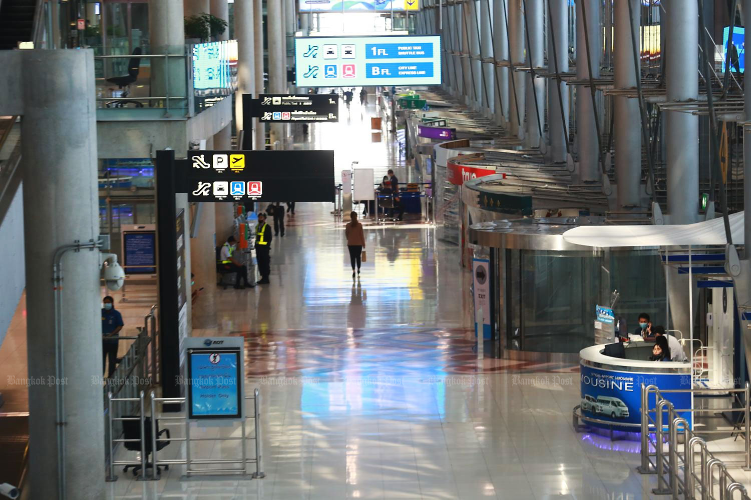 A nearly empty arrivals hall at Suvarnabhumi airport does not bode well for tourist arrivals targets.(Photo by Somchai Poomlard)