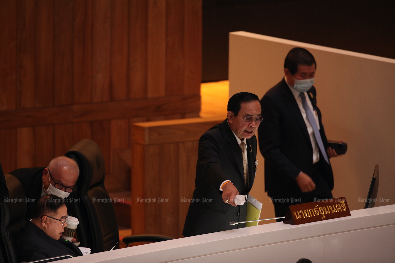 Prime Minister Prayut Chan-o-cha gestures as Deputy Prime Minister Prawit Wongsuwon (left) looks on following the no-confidence vote on Saturday morning in Parliamant. (Photo: Apichart Jinakul)