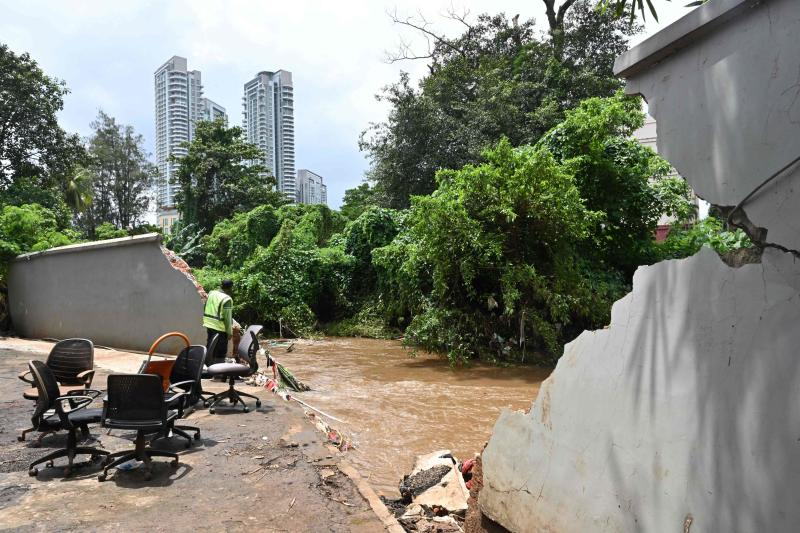 A man looks at the Krukut river where an embankment broke through a wall, flooding the area, in Kemang in Jakarta on Sunday, a day after parts of Indonesia's capital were inundated with flooding from seasonal heavy rains. (AFP photo)