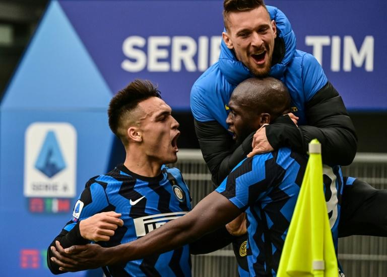 Inter Milan's Romelu Lukaku (R) and Lautaro Martinez (L) both scored in a derby win over AC Milan