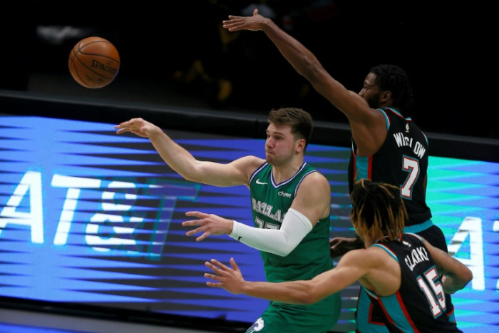 Jazz use three-point barrage to beat Hornets, Wizards beat Lakers in OT