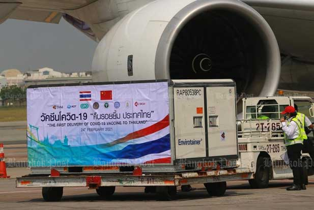 The first delivery of Covid-19 vaccines arrives in Thailand. The AAT wants the government to prioritise air crew vaccination. (Photo by Somchai Poomlard)