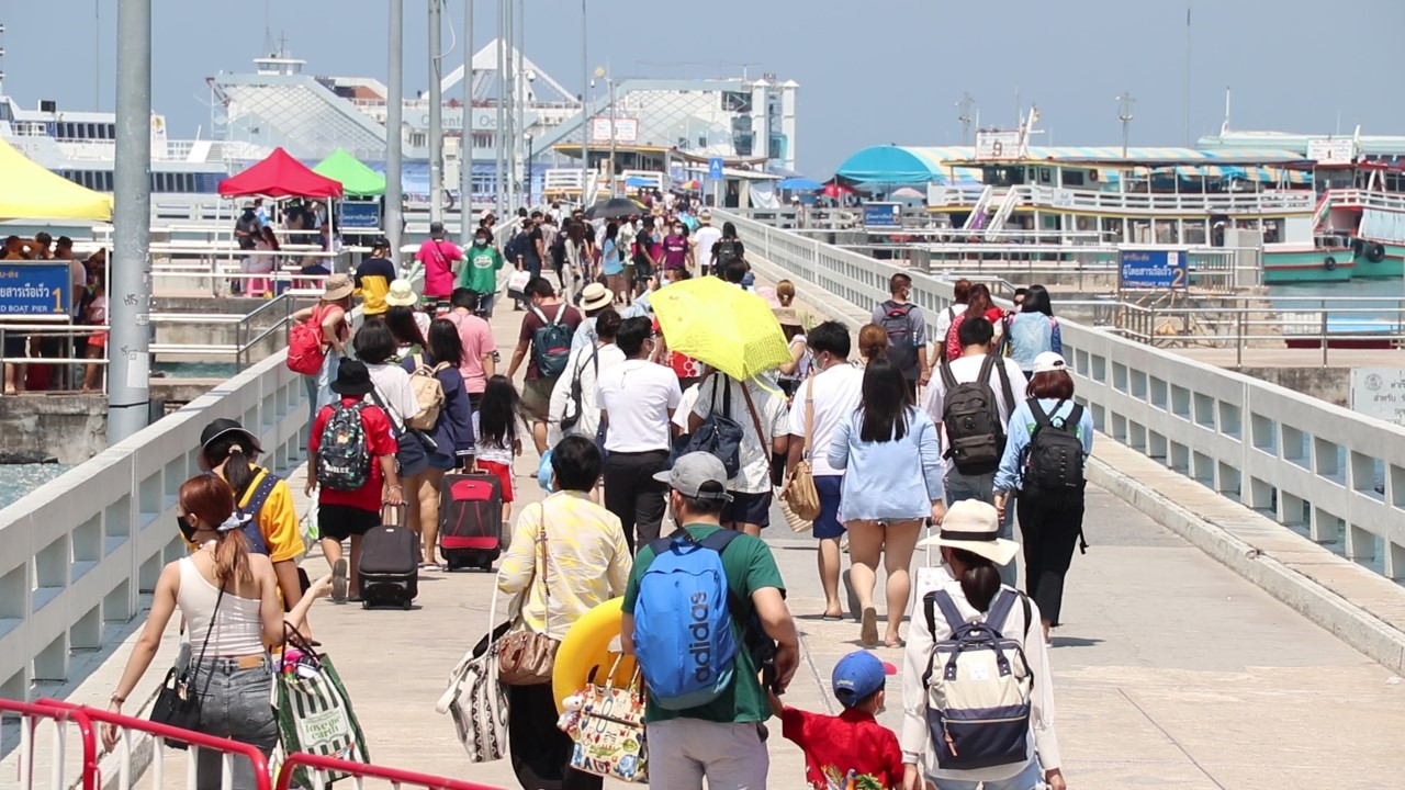 Tourists flock to eastern provinces