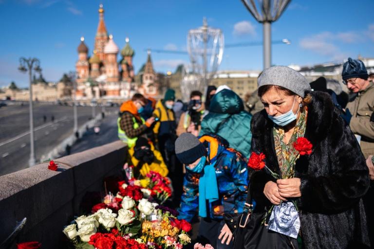 Russians, Western envoys mark anniversary of Kremlin critic Nemtsov's murder