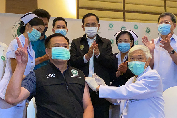 Public Health Minister Anutin Charnvirakul gets Thailand's first shot of Sinovac's CoronaVac vaccine against Covid-19 on Sunday at Bamrasnaradura Infectious Diseases Institute in Nonthaburi. (Photo from Anutin Charnvirakul Facebook account)