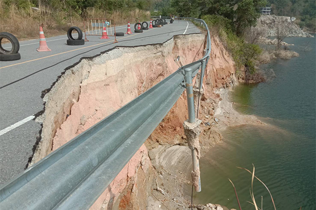 Road around reservoir in Phuket collapses