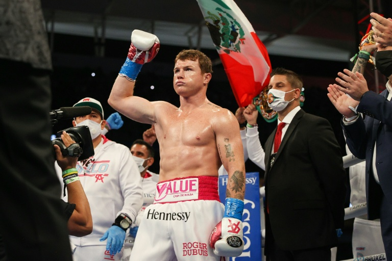 Alvarez crushes Yildirim to retain super middleweight crown