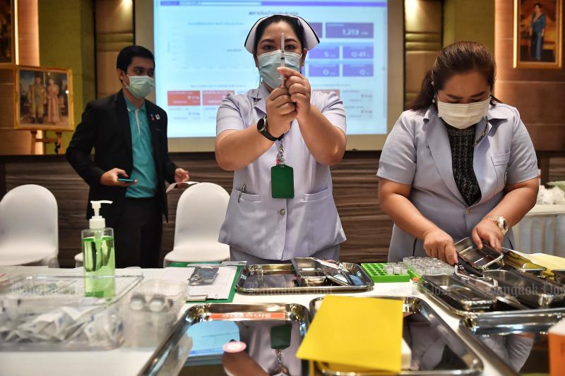 A nurse prepares a syringe as Covid-19 vaccines are administered to frontline health workers at Bamrasnaradura Infectious Diseases Institute in Bangkok on Sunday. (AFP photo)