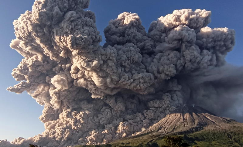 Indonesia's Mt Sinabung volcano spews hot ash 7km into sky