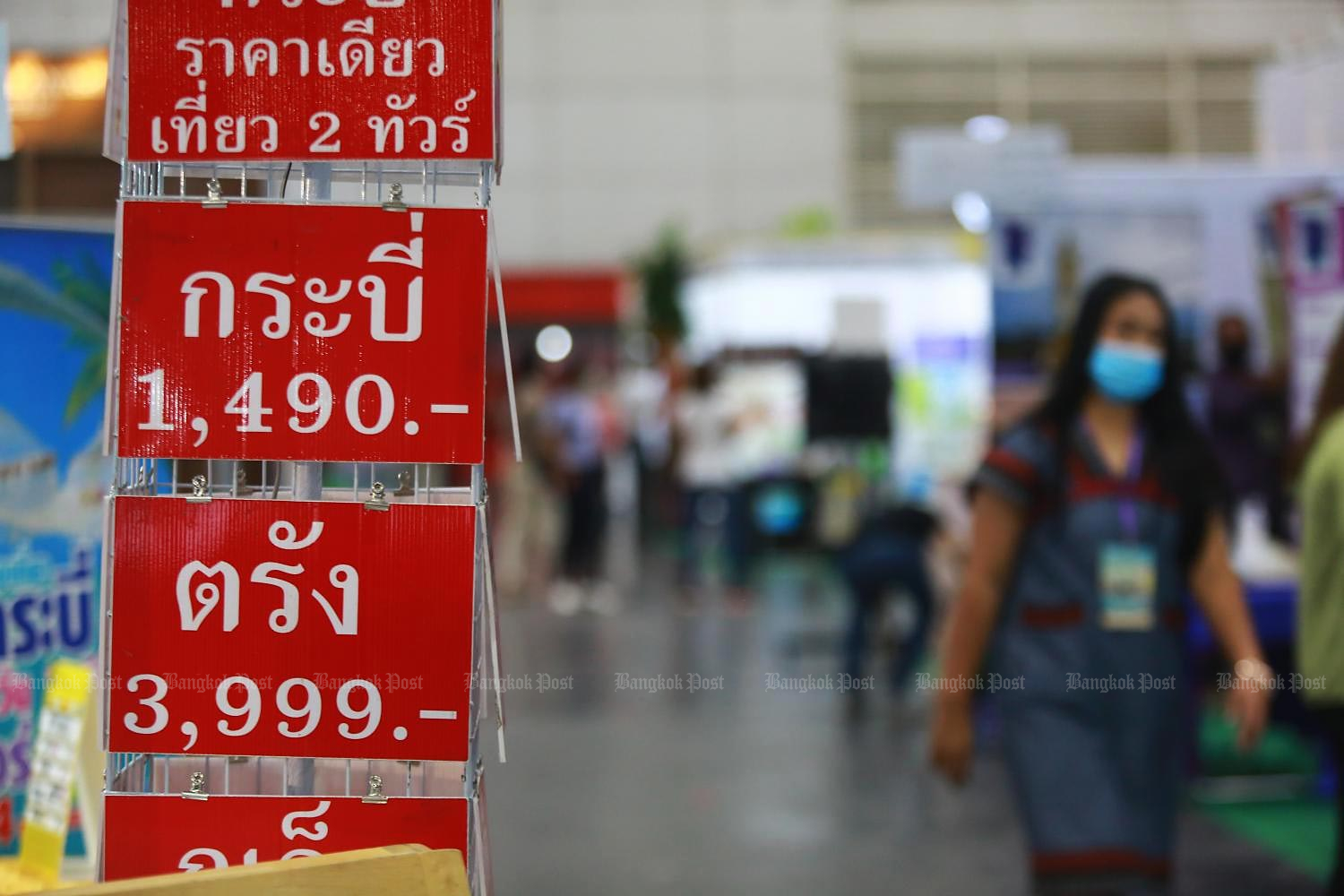 Local travel deals offered at the recent 'Thai Tiew Thai' fair. (Photo by Somchai Poomlard)