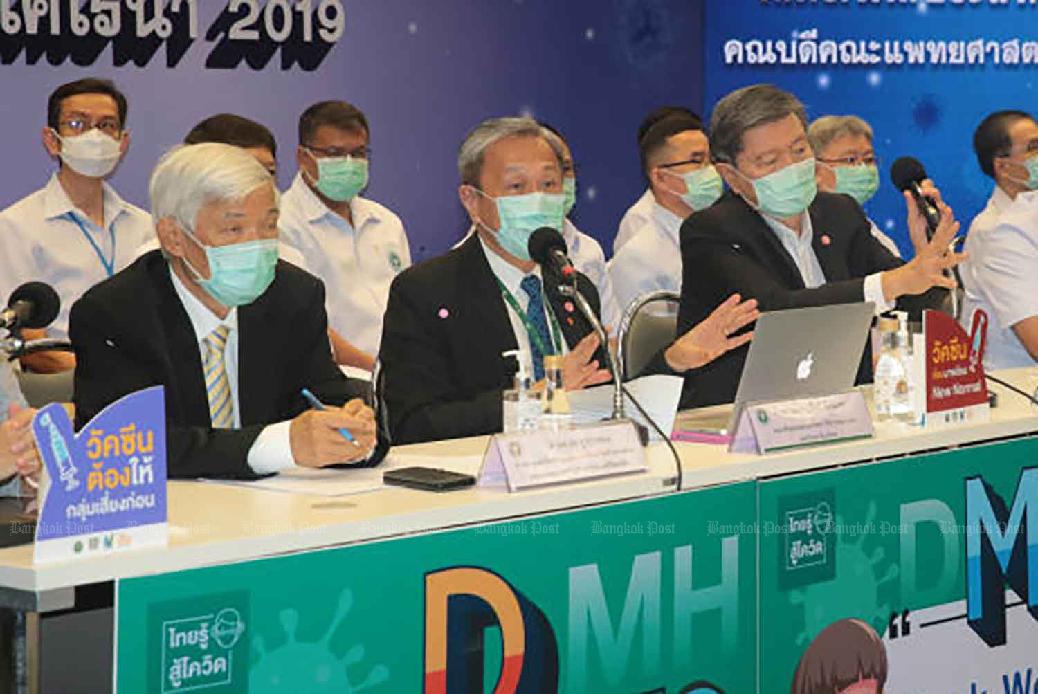 Prof Dr Pasit Watanapa, centre, dean of the faculty of medicine Siriraj Hospital, Prof Dr Yong Poovorawan, left, head of the Centre of Excellence in Clinical Virology at Chulalongkorn University, and Prof Emeritus Dr Piyasakol Sakolsatayadorn, right, adviser on Covid-19 vaccination, hold a press conference on the postponement of use of AstraZeneca's Covid-19 vaccination, at the Public Health Ministry in Nonthaburi on Friday morning. (Photo: Chanat Katanyu)