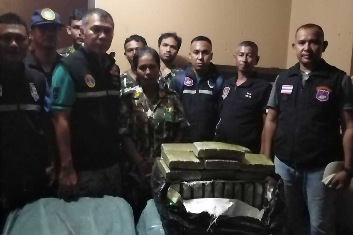 Officials examine seven packages containing 320 bars of compressed marijuana that were found floating in the sea off Ao Talo Udang in Satun. (Photo supplied/Achadthaya Chuenniran)