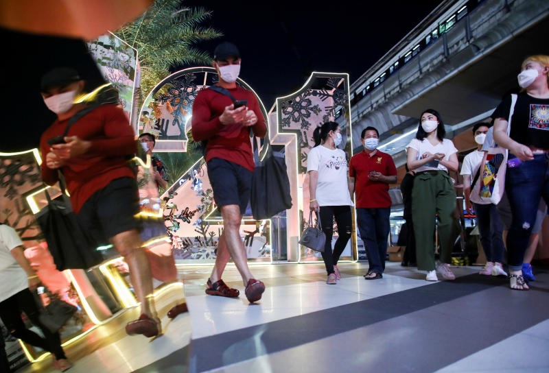 People visit the Terminal 21 shopping centre in Bangkok on Dec 31, 2021 to celebrate New Year's Eve during the coronavirus outbreak in Thailand. (Reuters photo)