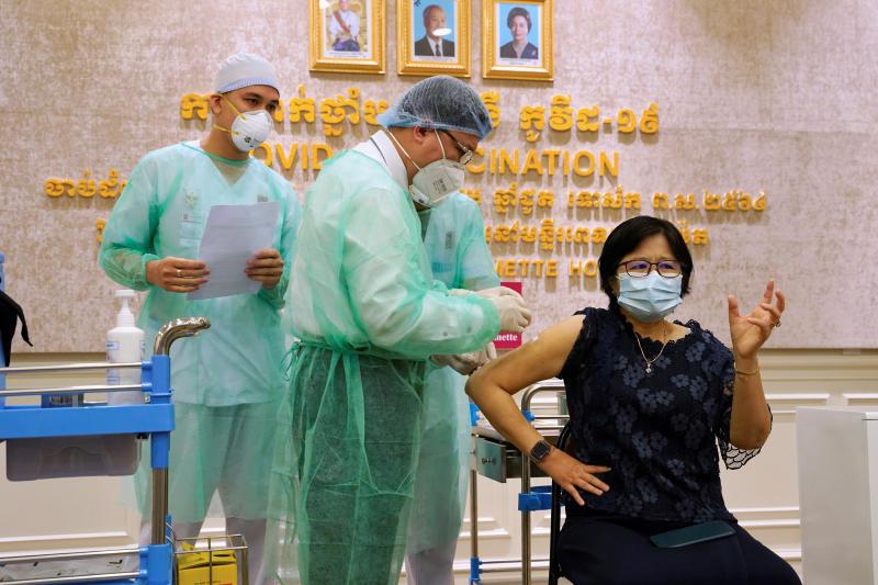Kambodscha benutzt die Armee, um die Bevölkerung zu impfen