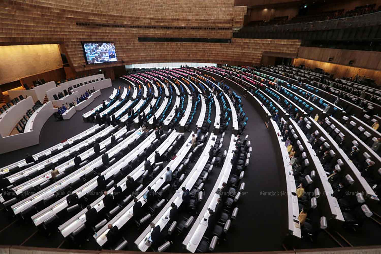 House representatives and senators attend a session on constitutional amendment at the parliament in Bangkok on Wednesday. (File photo)