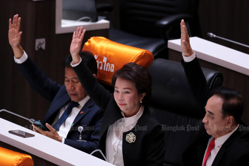 Move Forward Party MPs vote in the third reading of a constitutional amendment bill in Parliament on Wednesday. The bill failed to get enough support from MPs and senators. (Photo by Chanat Katanyu)