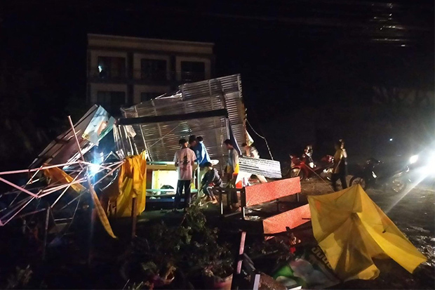 Residents of Nakhon Thai district in Phitsanulok assess damage after the storm on Sunday night. (Photo: Chinnawat Singha)