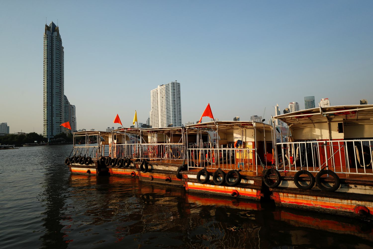 Boats that are used to transport tourists around the Chao Phraya river are seen idle in Bangkok on Feb 4 due to travel bans and border closures. (Reuters photo)