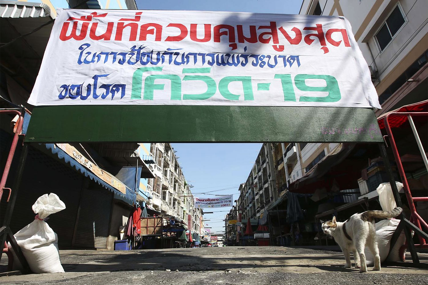 Bang Bua Thong Market is eerily quiet on Jan 3 after Nonthaburi authorities ordered its closure to curb Covid-19.(Photo: Pattarapong Chatpattarasill)