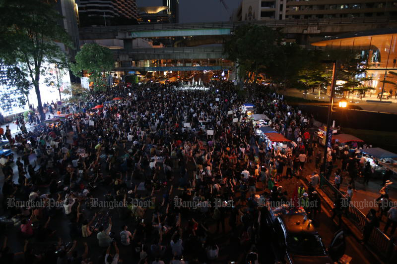 Protesters occupy Ratchaprasong intersection in Bangkok during a rally pressing for the release of their detained leaders. (Photo by Pattarapong Chatpattarasill)
