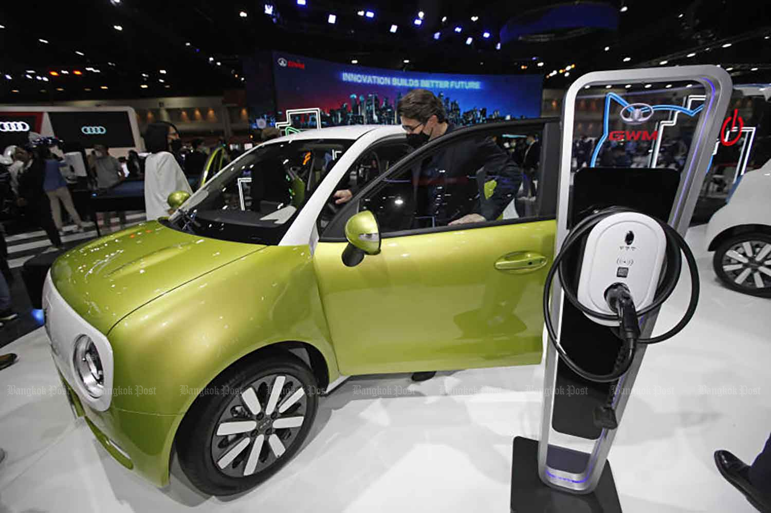 Visitors to the Bangkok International Motor Show have first-hand experience of an electric vehicle on Tuesday. (Photo: Varuty Hirunyatheb)
