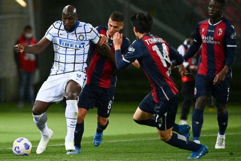 Inter Milan forward Romelu Lukaku (left) got his 20th league goal this season at Bologna.