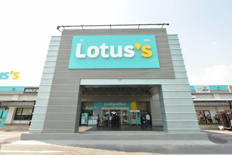 """Lotus unveils new brand """"Lotus's"""" at two pilot stores, including this Ramintra branch."""
