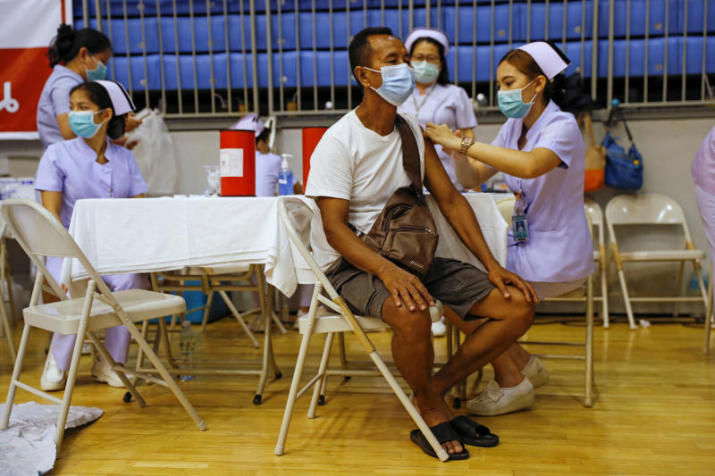 A man receives the Sinovac Covid-19 vaccine as the resort island of Phuket rushes to vaccinate its population ahead of a July 1 ending of strict quarantine for overseas visitors, to bring back tourism revenue, April 1, 2021. (Reuters file photo)