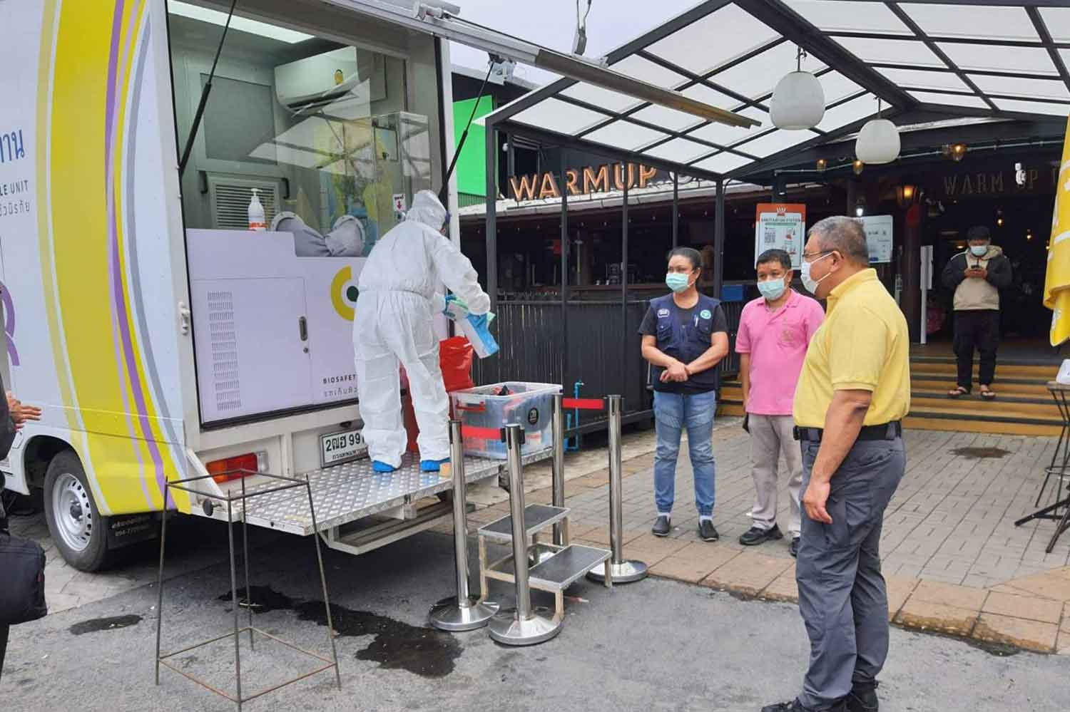 Officials close Warmupcafe in Chiang Mai province on Tuesday after Covid-19 infection at the pub. (Photo: Panumet Tanraksa)