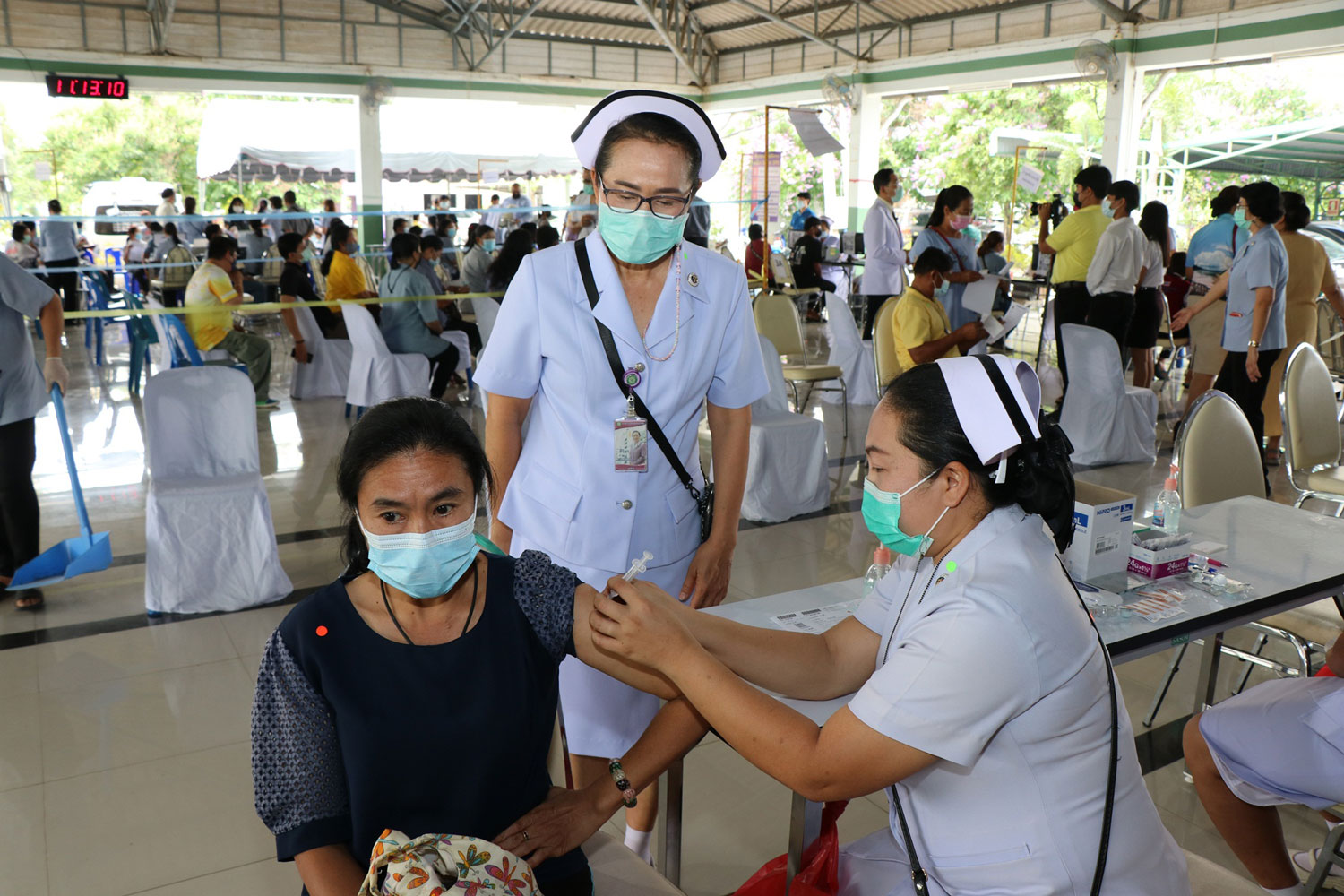 A nurse administers a Covid-19 vaccine on a health volunteer at Phaholpholphayuhasena Hospital in Muang district, Kanchanaburi, on Monday. A total of 100 frontline health volunteers wait in line to get shots at the public hospital. (File photo: Piyarat Chongcharoen)