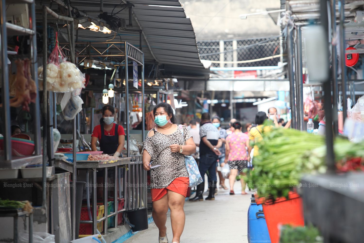 People shop at Bang Kae market in Bangkok on Thursday. (Photo by Apichart Jinakul)