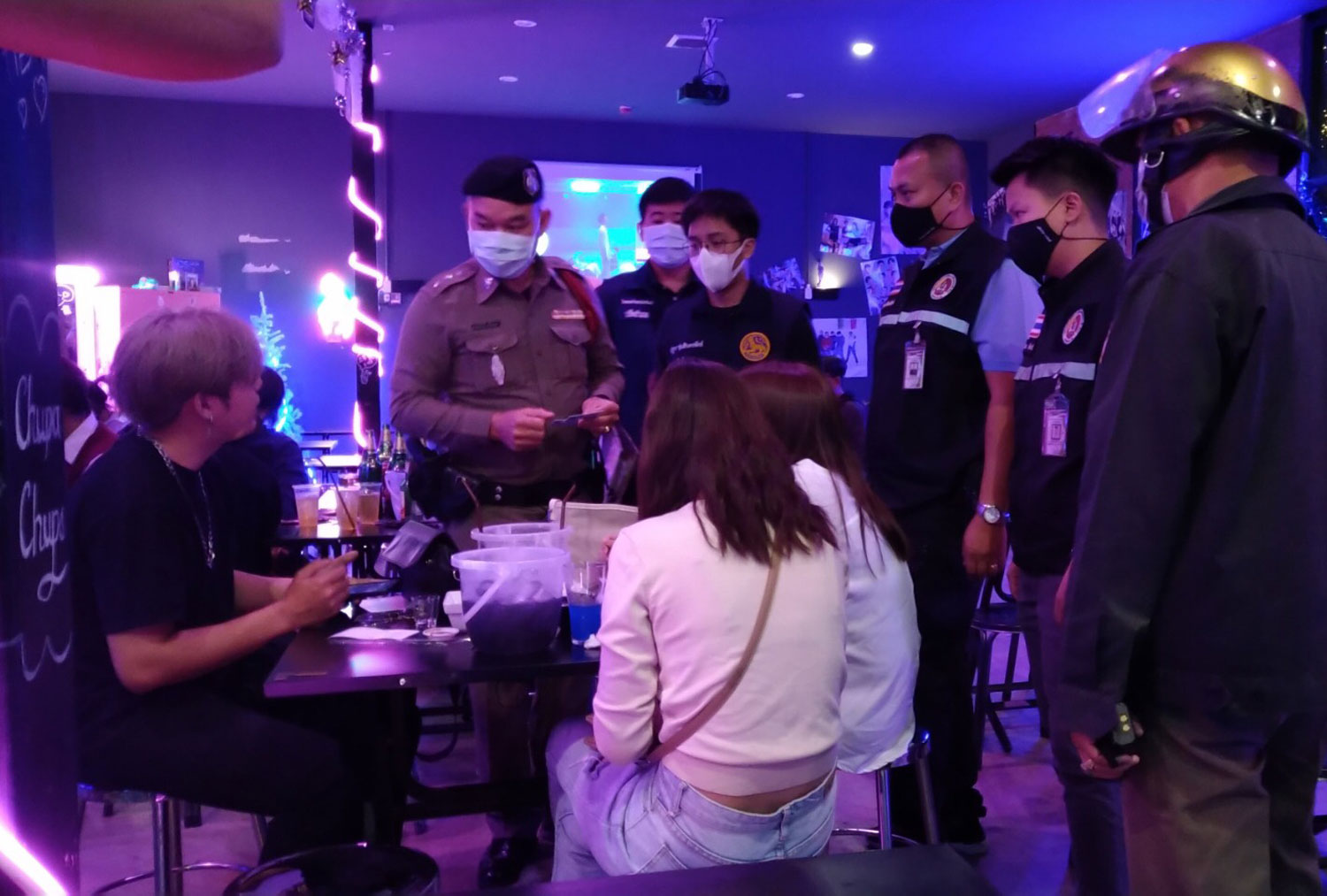 Police inspect a pub in Chiang Mai on Wednesday night. (Photo: Panumet Tanraksa)