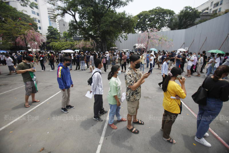 Residents of Thong Lor, in Bangkok wait for a swab test on Thursday. The area is the centre of a new Covid-19 cluster now spreading rapidly to other parts of the country. (Photo by Nutthawat Wicheanbut)
