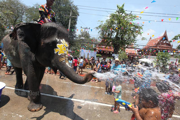 Elephants join the water war with holidaymakers in Ayutthaya in 2018. The province calls off the activity this year due to the third round of the Covid-19 outbreak. (Bangok Post file photo)