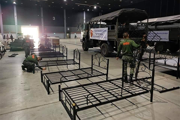 Soldiers erect a field hospital at the Chiang Mai International Exhibition and Convention Centre in Muang district of Chiang Mai. (Chiang Mai Public Relations Office photo)