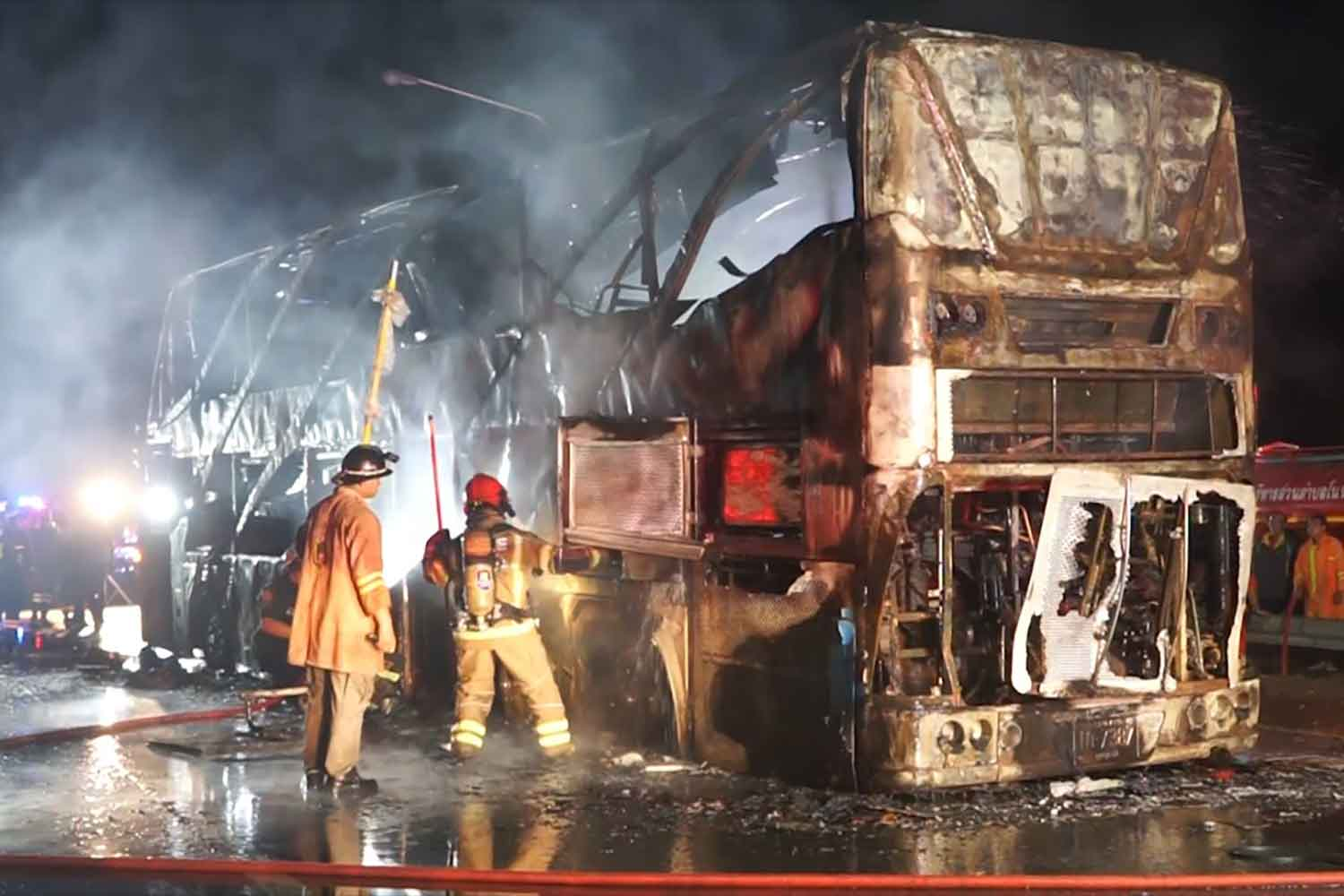 Firefighters are at the bus fire scene on the Mittraphap Highway in tambon Non Sombun of Ban Hat district, Khon Kaen, on Tuesday. (Photo: Chakrapan Natanri)