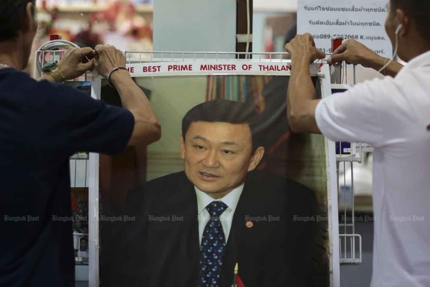 Red-shirt United Front for Democracy against Dictatorship supporters hold a birthday party for ousted prime minister Thaksin Shinawtra at a bookshop at Imperial World shopping mall in Lat Phrao, Bangkok, in July 2016. (Bangkok Post file photo)