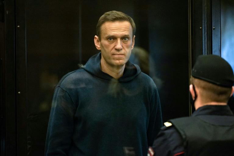 Alexei Navalny: Russian opposition leader ends hunger strike