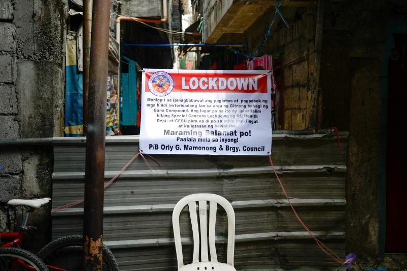A makeshift barrier and a sign indicating that the street is under lockdown are seen, amid rising coronavirus disease (Covid-19) cases, in Quezon City, Metro Manila, Philippines, April 20, 2021. (Reuters file photo)