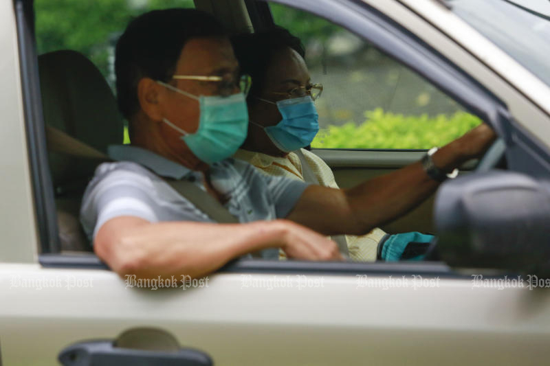 Face masks are required in vehicles with two or more people travelling on roads in Bangkok. (Photo: Arnun Chonmahatrakool)