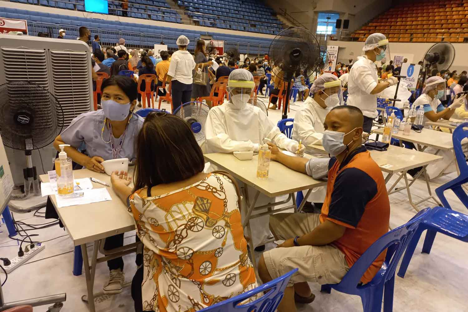 Covid-19 vaccination in Phuket on Thursday. (Photo by Achadtaya Chuenniran)