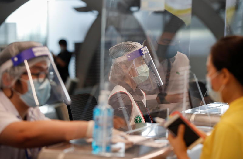 People line up to receive their vaccine against the coronavirus disease at Suvarnabhumi Airport on Wednesday. (Reuters photo)