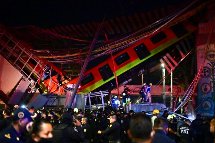 15 dead as metro collapses in Mexico