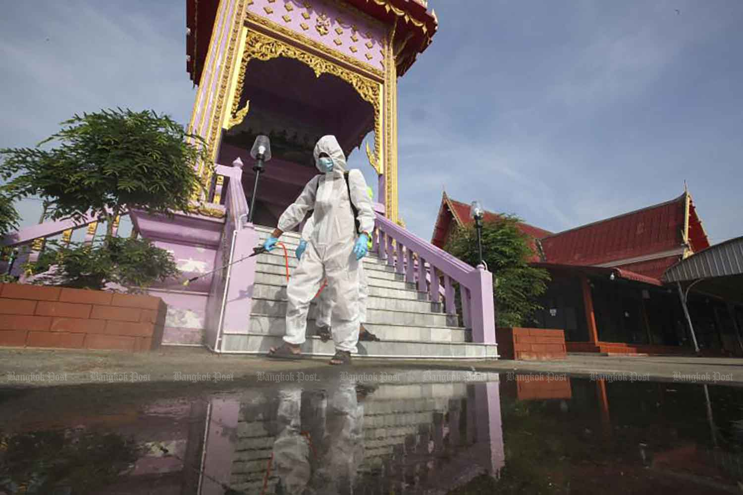 A disease control worker sprays disinfectant at the crematorium of Wat Bang Muang in Bang Yai district of Nonthaburi on Wednesday. The abbot has offered free funerals for Covid-19 victims, to help their bereaved families. (Photo: Pattarapong Chatpattarasill)
