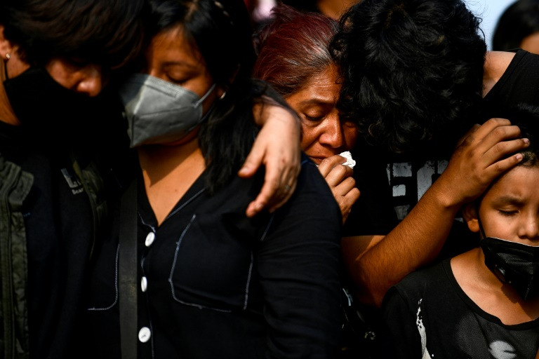 Relatives mourn Juan Luis Diaz, one of the 25 victims of Mexico City's metro disaster.