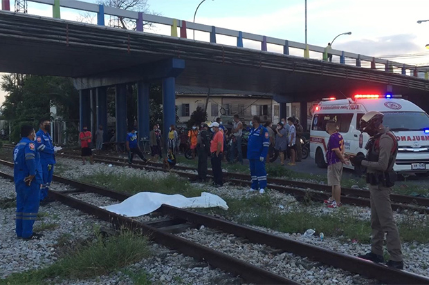The body of Thiranan Seeda, covered in white linen, lies on the tracks after he was run over by a freight train leaving Hat Yai station in Songkhla on Sunday evening. (Photo: Assawin Pakkawan)