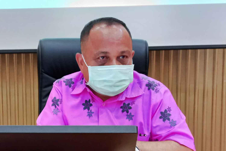 Phuket governor Narong Woonciew gives his update on the Covid-19 situation.(Photo: Achadtaya Chuenniran)