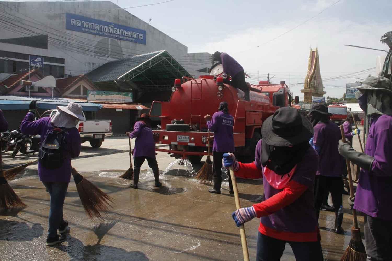 Ayutthaya shrimp market re-opens